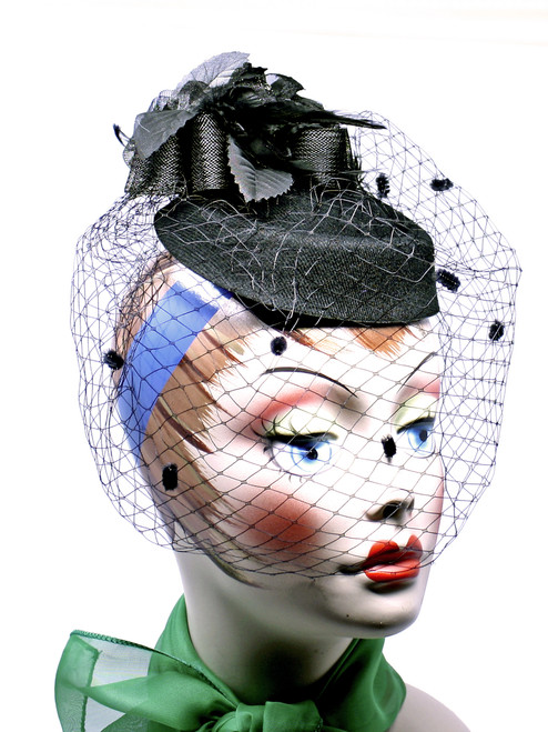 57b13a7e Retro Pillbox Fascinator Hat w Feathers, Bows, & Birdcage Veil in ...