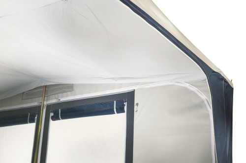 The Montreux is supplied with a cotton isotherm canopy which creates an insulating layer of air between the roof and the inside compartment. This canopy regulates the temperature inside the awning and is very effective at trapping condensation. On the front, a vent with a mosquito net and a rain protector allows air circulation within the awning.