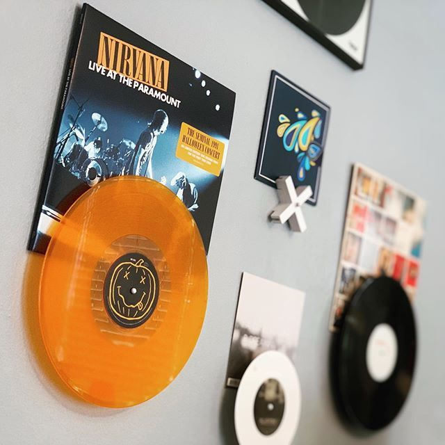 color-vinyl-records-teen-kids-decor-retro-vintage-old-fashioned-wall-art-decor.jpg