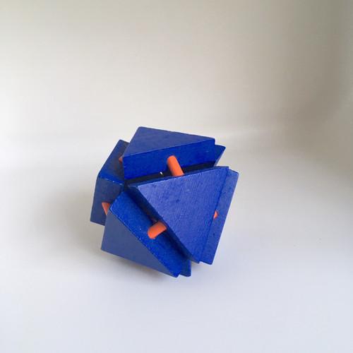 IQ Test Bamboo Puzzle / Triangle blue-orange