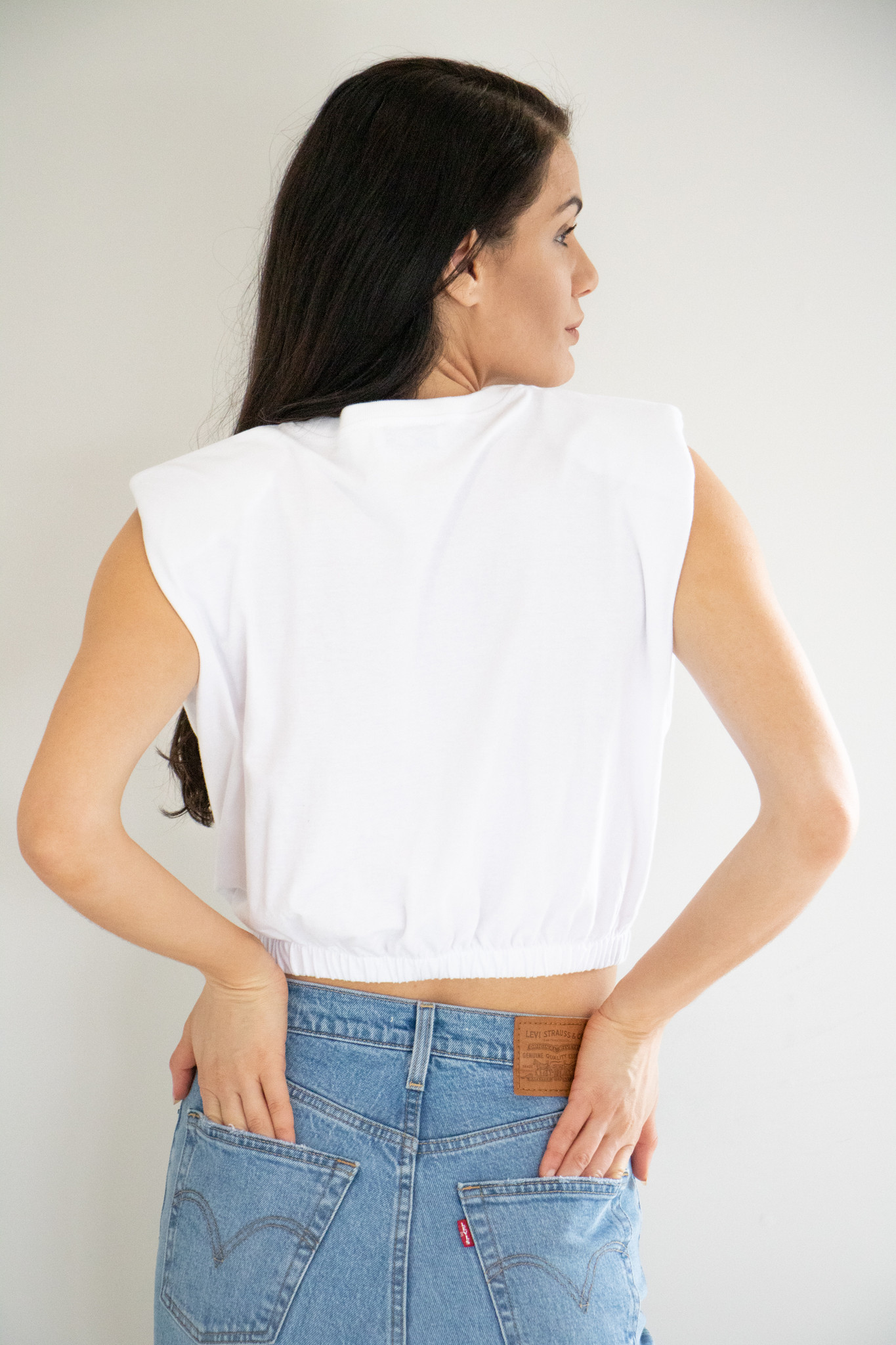 Features an elasticated hem, slightly cropped finish and long arm openings. Lightweight and airy, easy to pair with your favourite denim. Structured shoulder pads create a clean, strong line through the shoulders.