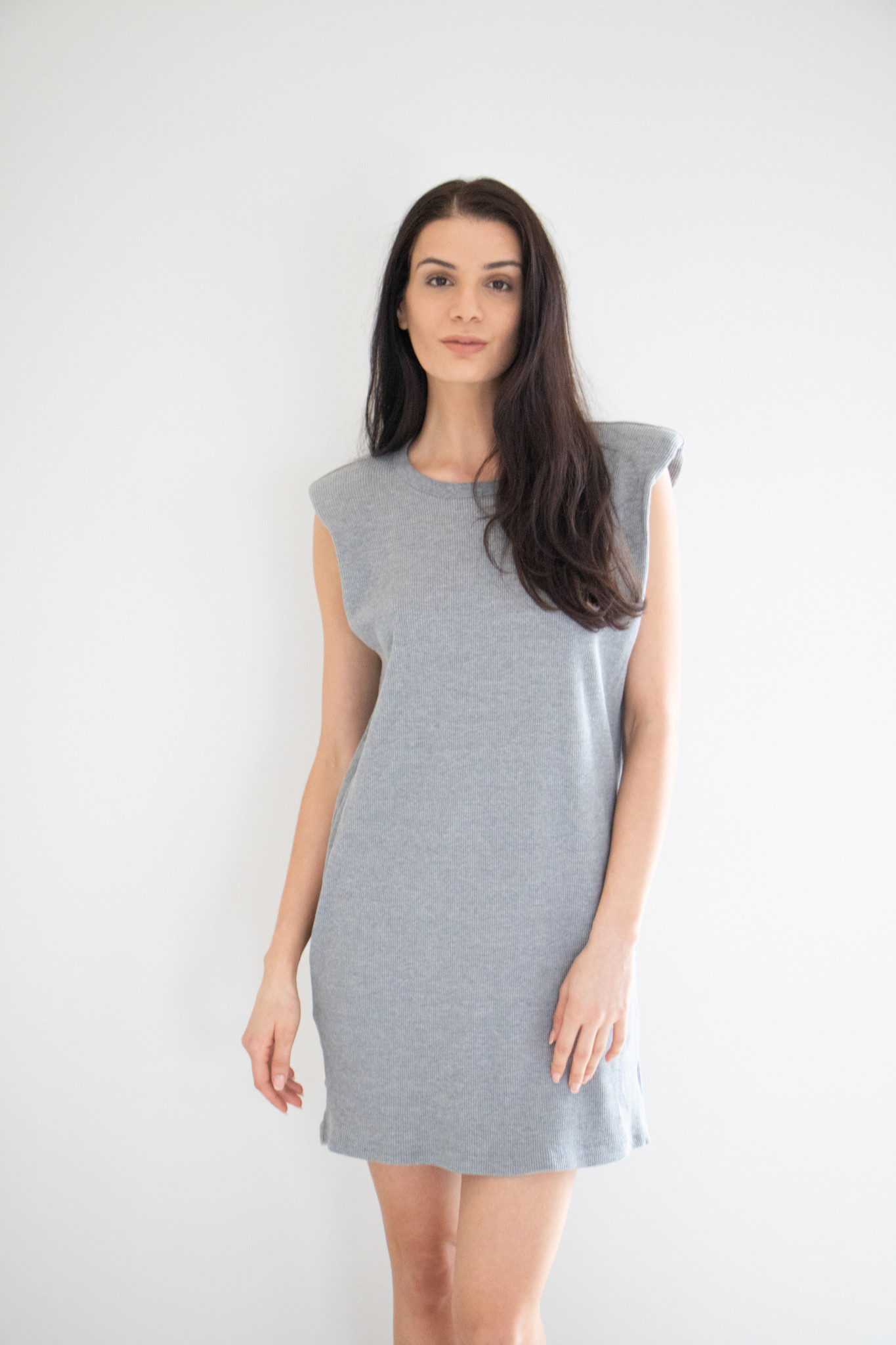 This waffle knit midi dress is made from a mid-weight fabric, with padded shoulders to create a structured, clearly defined silhouette. Comes in two classic colours, Heather Grey and heather grey. Pairs perfectly with a casual jacket and sneakers.