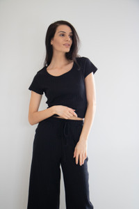 Maleah is cropped to the ankle, with a pleated texture finish. Elasticated at the waist with a drawstring, you can wear this to elevate your favourite pieces with a french tuck, your favourite shoes and accessorize to match.