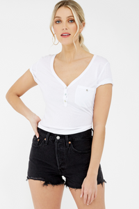These 501 denim shorts are a high rise, featuring a button fly, 5 pocket design and a frayed hem. This non-stretch denim provides a ridged and structured fit.