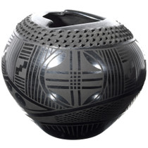 Mata Ortiz Textured Black Pottery 39301