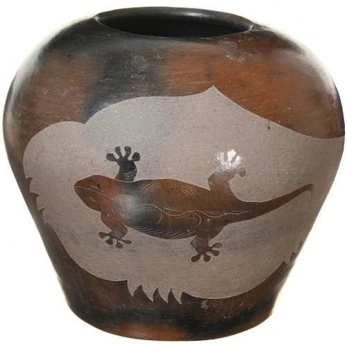 Vintage Navajo Etched Gecko Pottery Jar 41029