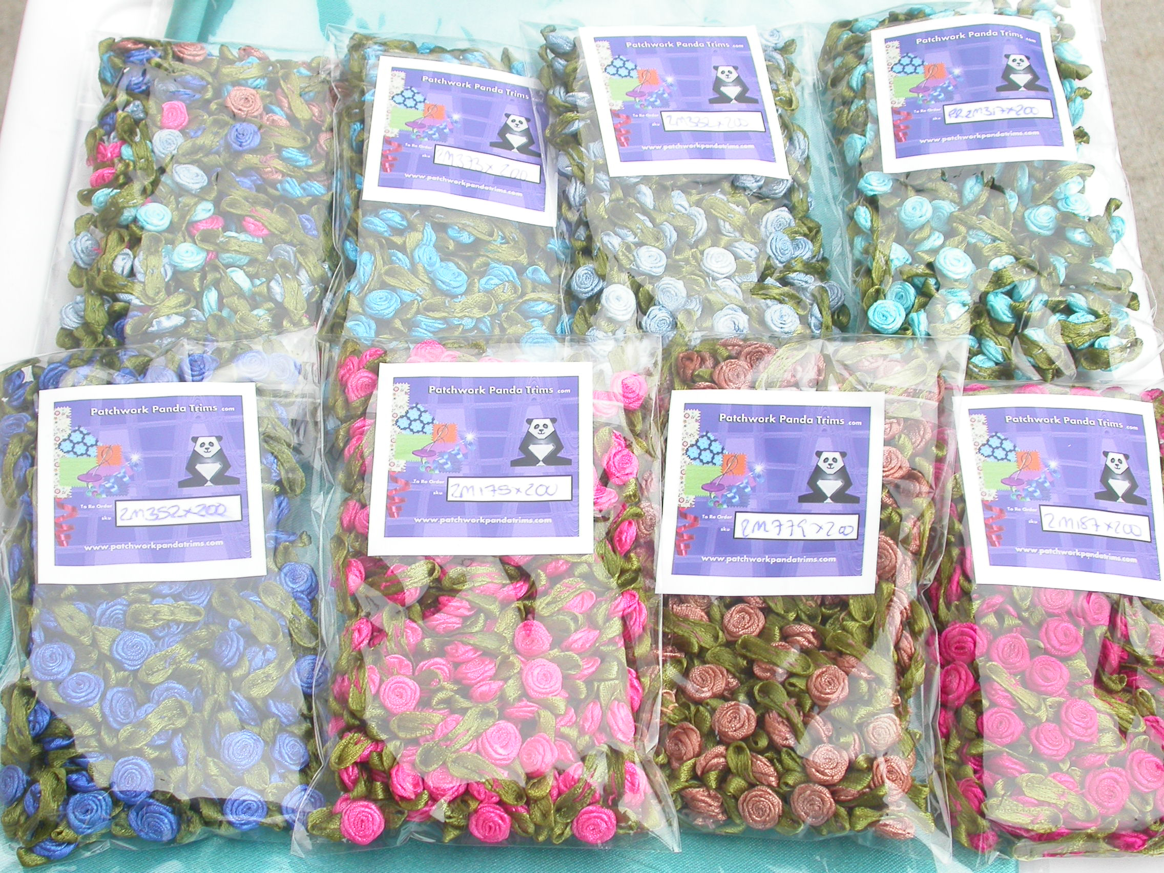 Ribbon Rose with Leaf Mini with Moss Green Leaf 200 piece pack