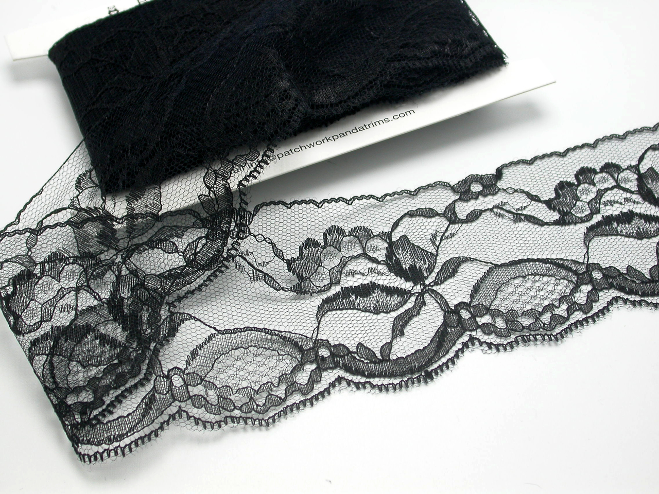 """Scalloped Raschel Lace 2 1/2"""" (63.5mm)  White  Ivory Pink  Black 50 Yards Closeout Bolt"""