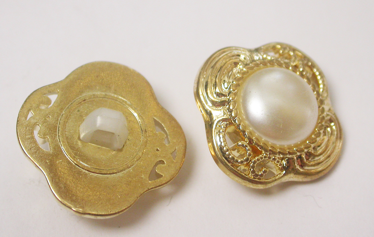"""Button 3/4"""" (19mm) Gold with White Pearlized Dome. - Per Piece"""