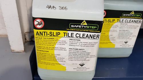 Anti Slip Tile Cleaner 4L