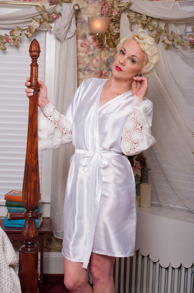 White Silk Floral Scalloped Lace Bridal Robe