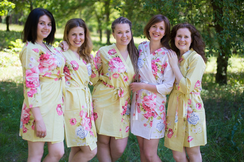 Light Yellow Cabbage Roses Robes for bridesmaids