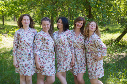 White Vintage Chic Small Floral Robes for bridesmaids