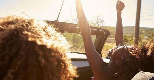 6 Travel Essentials for Curls