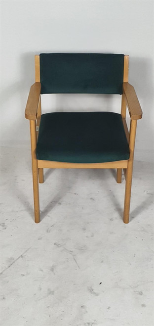 Dark Green Meeting Chair With Arms (0AD-0DE-664)