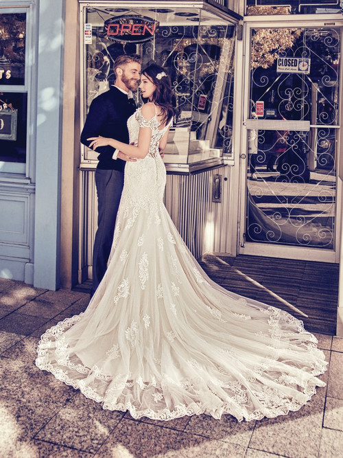 Maggie Sottero Wedding Dress Della (8mc750)