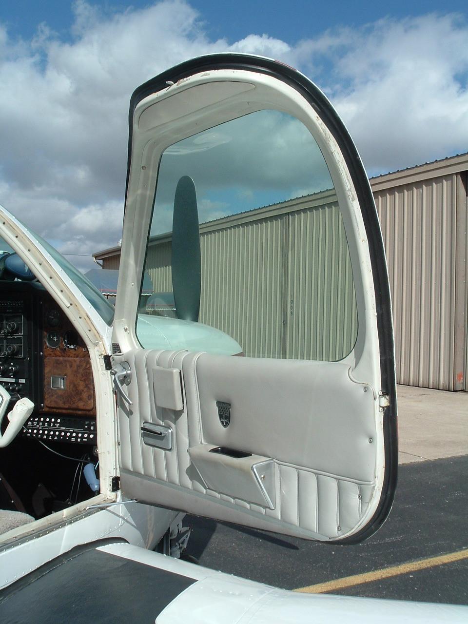 Front entry door seal, Beech model 33, 35, 36, 55, 58, 95, ADS-B127