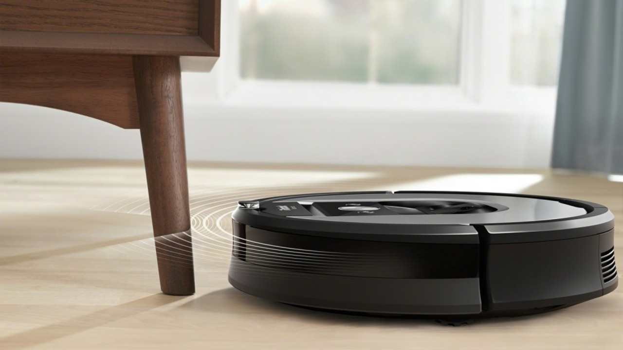 iRobot R960 Roomba Robot Vacuum with Wi-Fi connectivity and