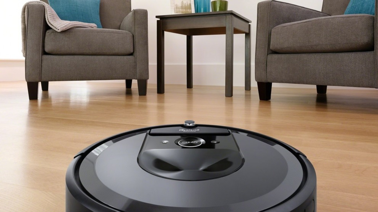 iRobot i7+ Roomba Wi-Fi® Connected Robot Vacuum with Automatic Dirt Disposal  + BONUS TOWEL!!