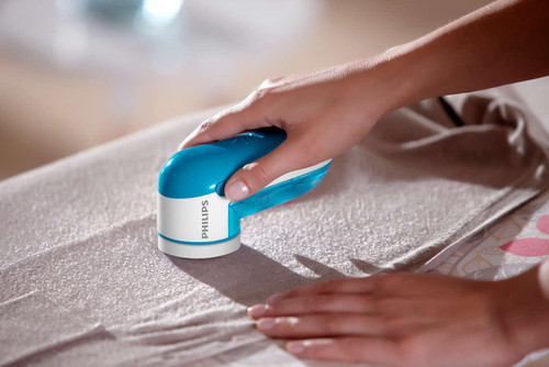 Philips GC026/00 Fabric Shaver - Remove fabric pills from all types of garments