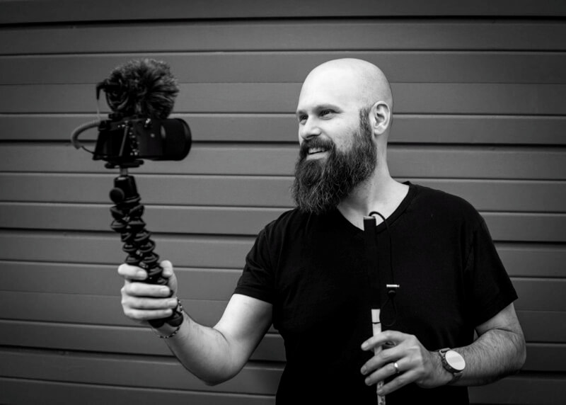 Image of Sam Seavey from The Blind Life holding a camera in his hand.