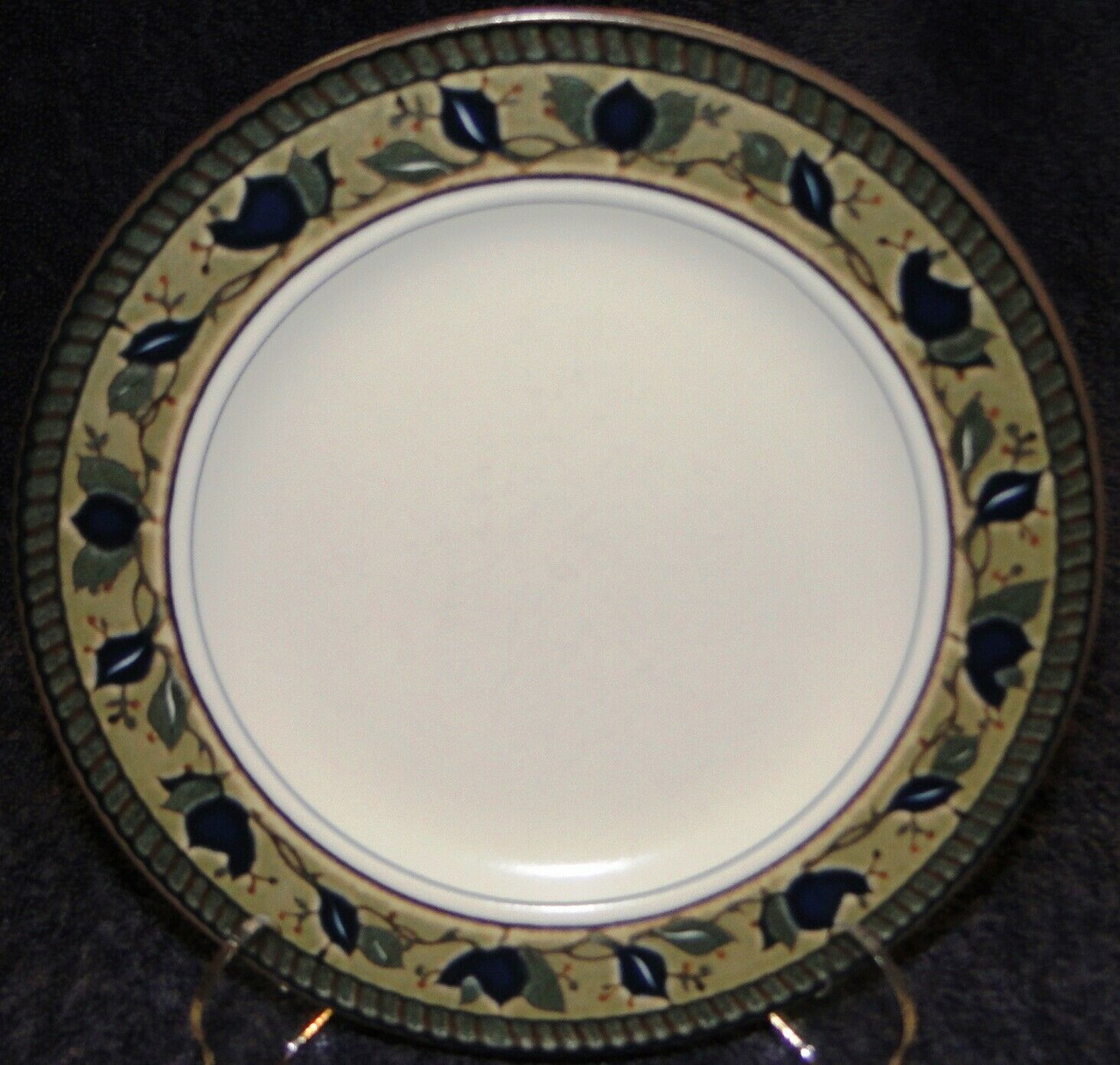Mikasa Arabella Salad Plate 8 3 8 Cac01 Intaglio Dr Vintage Dinnerware Replacements