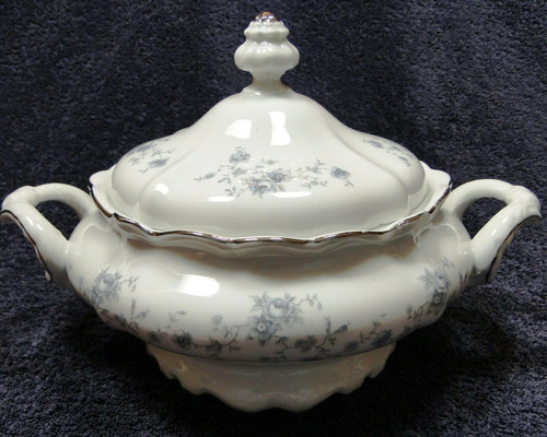 Johann Haviland Traditions Blue Garland Casserole Serving Bowl w/ Lid | DR Vintage Dinnerware and Replacements