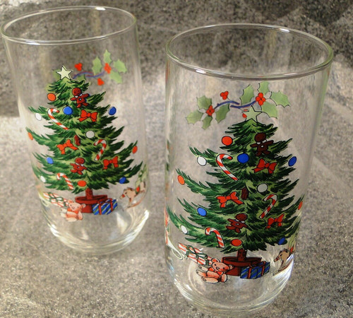 Tienshan Holiday Hostess 12 oz Glasses Tumblers Christmas Tree Set of 2 Nice