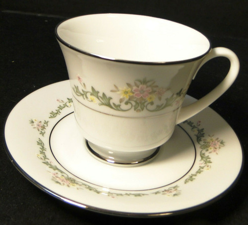 Noritake Early Spring Tea Cup Saucer Set 2362 Contemporary Floral Excellent