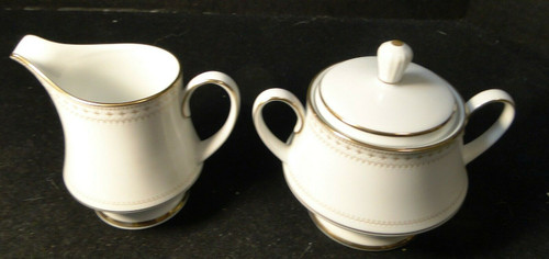 Noritake Barrington Creamer and Sugar Bowl with lid 2030 Gold Trim Excellent