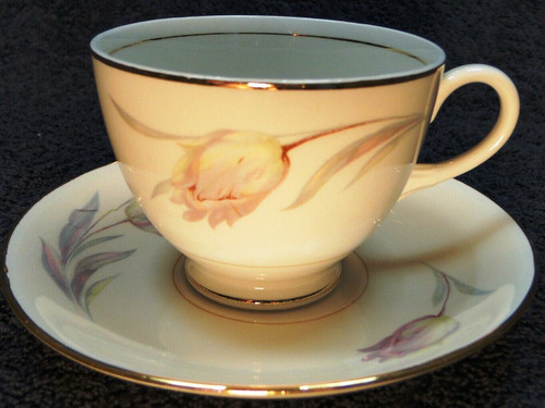 Homer Laughlin Eggshell Nautilus Tulip Footed Tea Cup Saucer Set Excellent