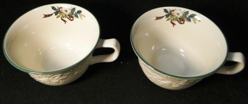 Mikasa Holiday Season Cups Mugs DB901 Green Trim Embossed Holly Set 2 Excellent