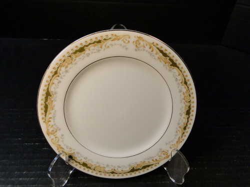 Signature Collection Queen Anne Bread Plate 6 1/4"