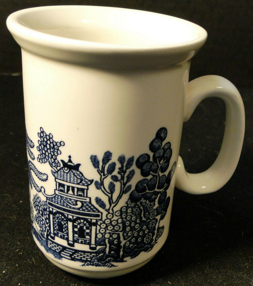 """Churchill Blue Willow Coffee Mug 4 3/8"""" Tall """"C"""" Handle England Excellent"""