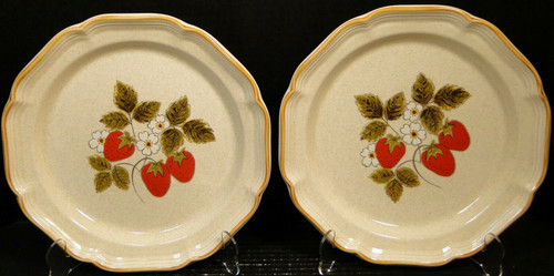 """Mikasa Strawberry Festival Dinner Plates 10 3/4"""" EB 801 Set of 2 
