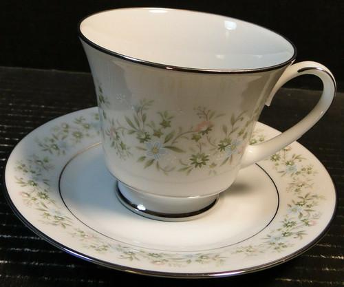 Noritake Savannah Tea Cup Saucer Set 2031 Green White Floral | DR Vintage Dinnerware Replacements