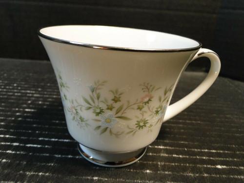 Noritake Savannah Tea Cup 2031 Green White Floral | DR Vintage Dinnerware Replacements