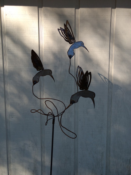 Metal Yard Art Hummingbird sculpture with 3 Hummingbirds by The Lazy Scroll