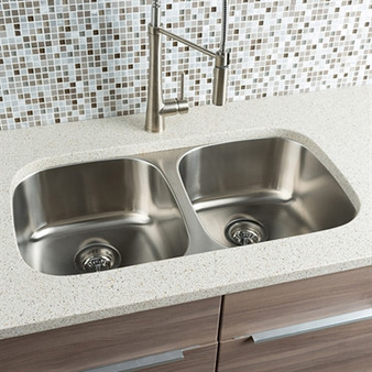 "32"" Undermount Kitchen Double Sink in Stainless Steel"