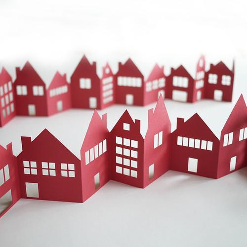 Festliche, rote Häuserkette aus Papier für deine Tisch- und Weihnachtsdekoration.