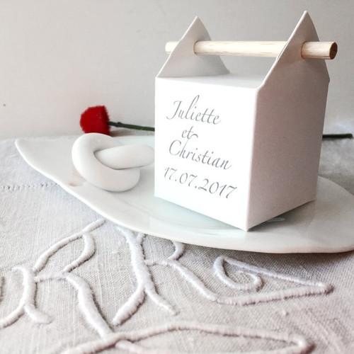 Weisse personalisierte Zapfenbox