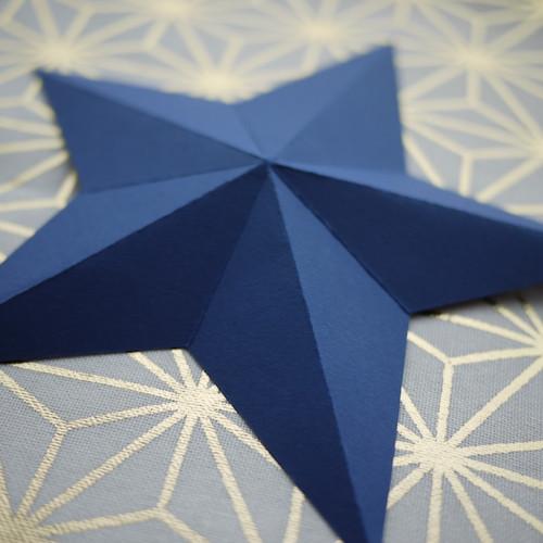 Dekorativer Stern für den Weihnachtstisch