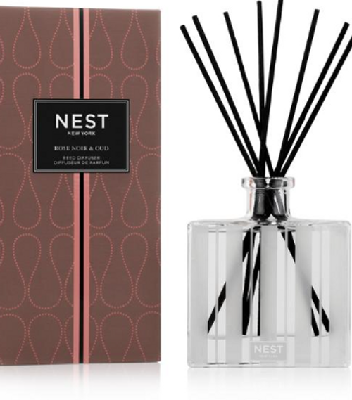 Fragrance Family  Floral  Scent Type  Woody Floral  Key Notes  Captivating Rose de Mai is blended with smoky oud, a hint of incense, black leather, and patchouli  Mood  Seduce