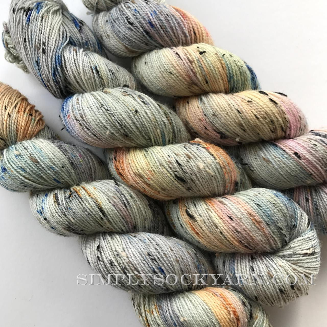 Qing Donegal Soft Grey -