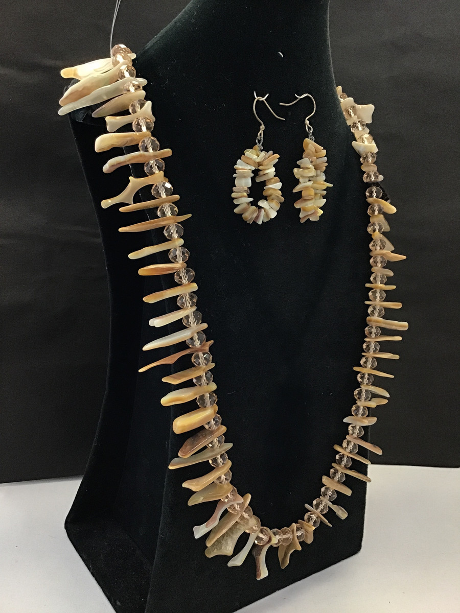 Gold Lip Mother of Pearl Chip Necklace Set