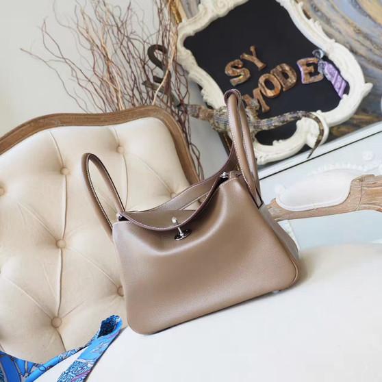 Hermes Lindy 26cm Bag Evercolor Swift Calfskin Leather Palladium Hardware, Etoupe CK18