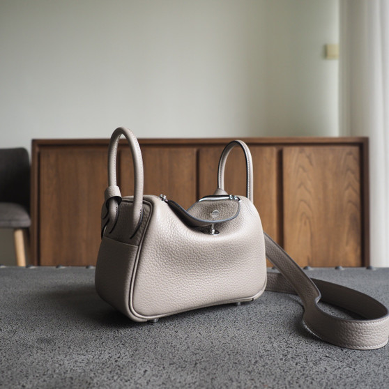 Hermes Mini Lindy  19 Bag Taurillon Clemence Leather Palladium Hardware, M8