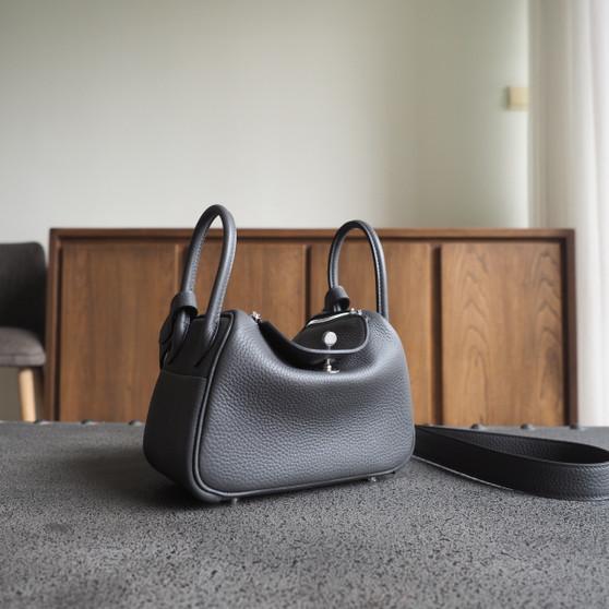 Hermes Mini Lindy  19 Bag Taurillon Clemence Leather Palladium Hardware, 8F