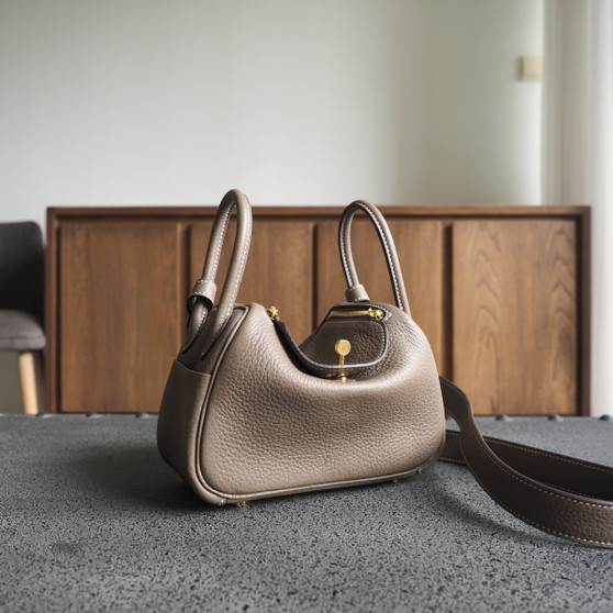 Hermes Mini Lindy  19 Bag Taurillon Clemence Leather Gold Hardware, CK18