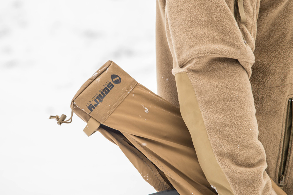 Made from water-resistant material to protect your optics and firearm from snow or rain.